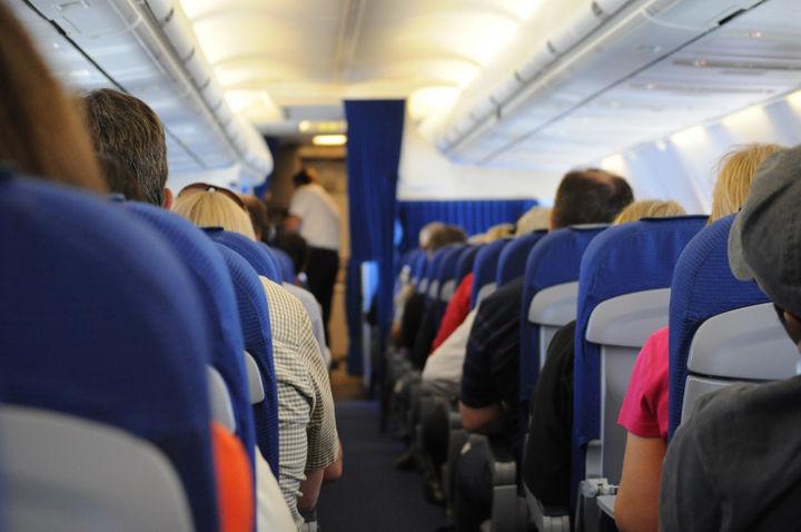 Штрафы за хулиганство в самолетах увеличат